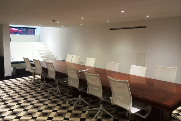 Serviced office space in Shoreditch meeting room