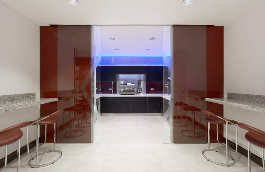 Shoreditch serviced offices lime street boardroom